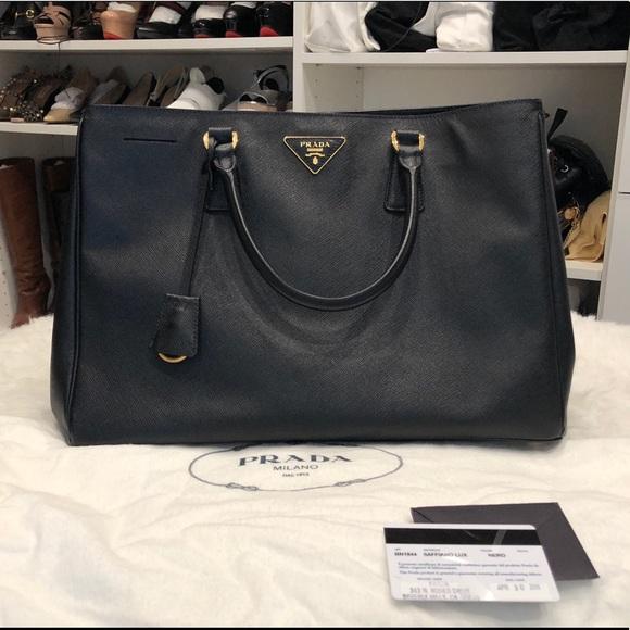 809a6804c9b Prada saffiano lux bag black. M 5b27ee47de6f623eb7c8cb9e